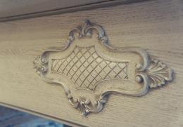 декоративная розетка на портале кухни