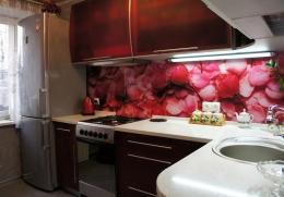 отдельностоящая плита встроена в уровень с кухней