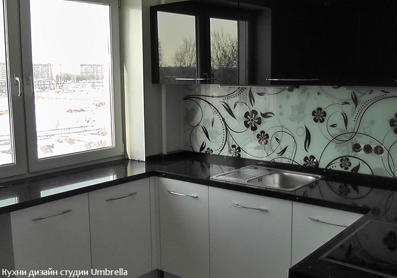 Дизайн кухни на подоконнике